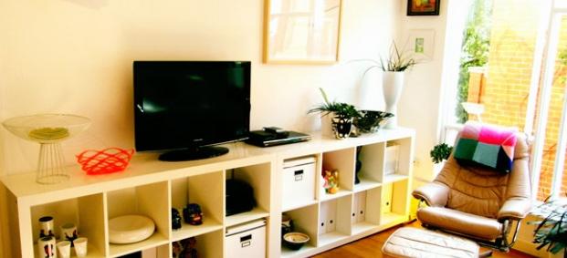 Цветове и креативност в интериора на малък австралийски апартамент