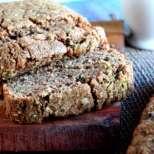 Солен хляб с тиквички и орехи