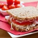 Свеж сандвич с извара и шунка