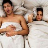 Как да се справим с хъркането на любимия