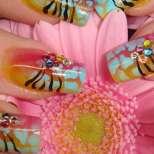 Божествен цветен маникюр