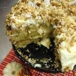 Бяла шоколадова торта с орехи