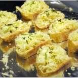 Брускети с розмарин и топено сирене