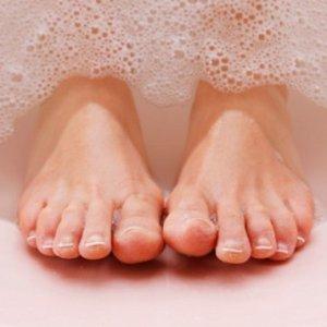 Домашни лекове за миришещи крака