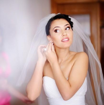 Защо традиционната сватбена рокля е бяла?