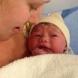 Роди се бебето, което оцеля по време на аборт- снимки