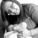 Жена връчи бебето си на приемно семейство с бележка: \