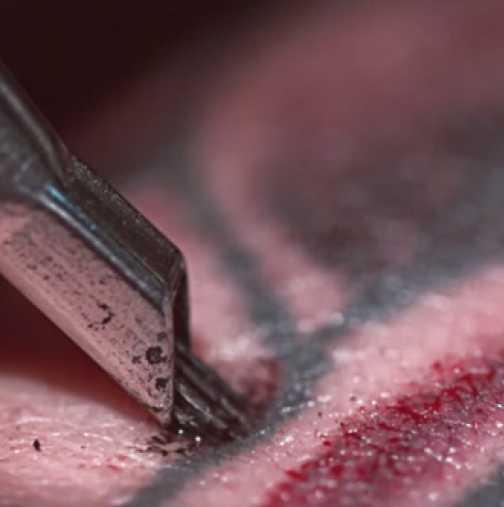 Защо татуирането боли? (Видео)