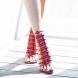 Червените токчета завладяват света- най- новата модна тенденция
