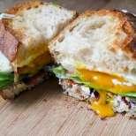 Кънтри сандвич с рохко яйце