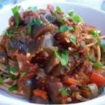 Зеленчукови спагети с патладжан, тиквичка и кайма