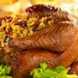 Пълнено пиле с гъби и стафиди