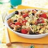 Макаронена салата с пиле и маслини