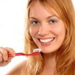 Какви грешки допускаме, когато мием зъбите си