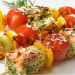 Шишчета със сьомга и зеленчуци