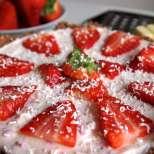 Бишкотена торта с ягодов йогурт крем
