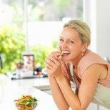 Как да се справим с килограмите, които качваме през менопаузата