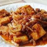 Лучена яхнийка с тофу