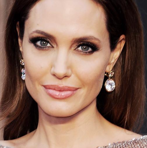 Винаги е добра, но дали сте виждали Анджелина Джоли без грим?