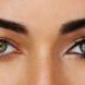 Как правилно да прикриете подутите очи