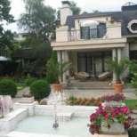 Вижте за каква огромна сума Илиана и Наско Сиракови продават палата си в Драгалевци!