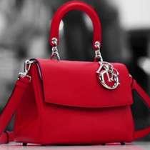 Видео: Как се изработва популярната чантата Be Dior на Dior