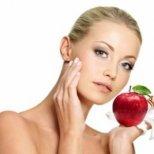 Как да се грижим и поддържаме кожата си според възрастта