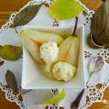 Сиропирани круши с лимонов сладолед