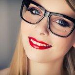 Трикове за гримиране на очите, когато сме с очила