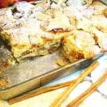 Домашен ябълков сладкиш с орехи и канела