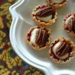 Бонбони от фини кори с Бри и конфитюр