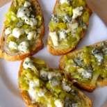 Сандвичи с праз и синьо сирене
