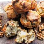 Кексчета с круша, орехи и козе сирене