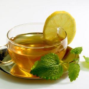 Какъв билков чай да изпием, за да заспим по-лесно