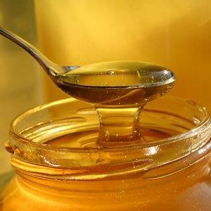 Как да използваме ценните качества на меда в домашната козметика