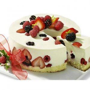 Торта с йогурт крем и горски плодове