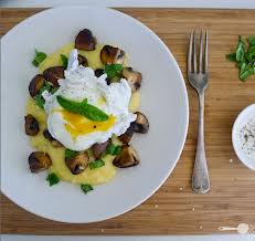 Гювечета с качамак, сирене и яйце