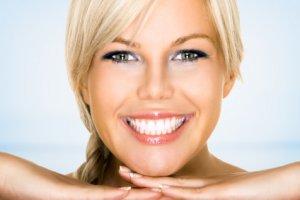 Как да имаме бели зъби с лимонов сок