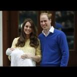 Кейт и Уилям представиха новата английска принцеса на света (ВИДЕО) - Херцогинята излезе от болницата с жълта рокля!