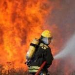 Извънредно!!! Огнен ад в Сандански! Пожарникари се борят с огромни пламъци ...