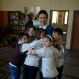 Красивата учителка, която всички деца обожават