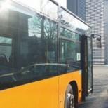 Кошмар в градския транспорт на София: Водач на автобус шофира пиян, качва се по тротоарите, където се движат майки с деца
