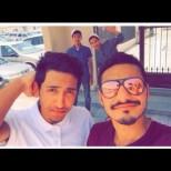 Случайни герои - Тези две момчета предотвратиха атентат, но жертваха живота си! Сега снимката им обикаля Интернет