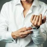 7 правила, за да останат белите ризи бели
