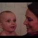 Това бебе среща близначката на майка си за първи път – вижте реакцията му! (Видео)