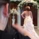 Невероятна сватбена рокля, направена от най-странните неща на света