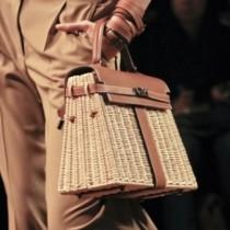 Хит в модата на чантите това лято: Завръщането на 70-те ...