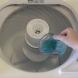 Тя постави вода за уста в пералнята и това, което се случи ще ви накара веднага и вие да го направите (Видео)