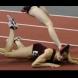 Изгледайте това 2-минутно видео и го споделете с приятели! Важно е! Ето какво направи момичето, след падането си!