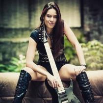 Жена ще бъде новият китарист на \